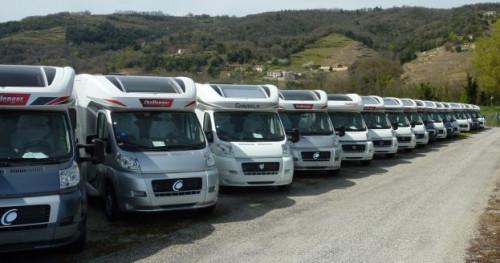 Nowe kampery czekają na odbiór klienta...